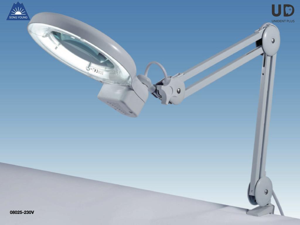 Lampa fluorescenta cu magnificare